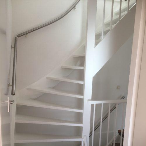 Binnenschilderwerk trap en trapopgang